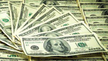 El dólar blue bajó 1,30 por ciento con relación a este martes
