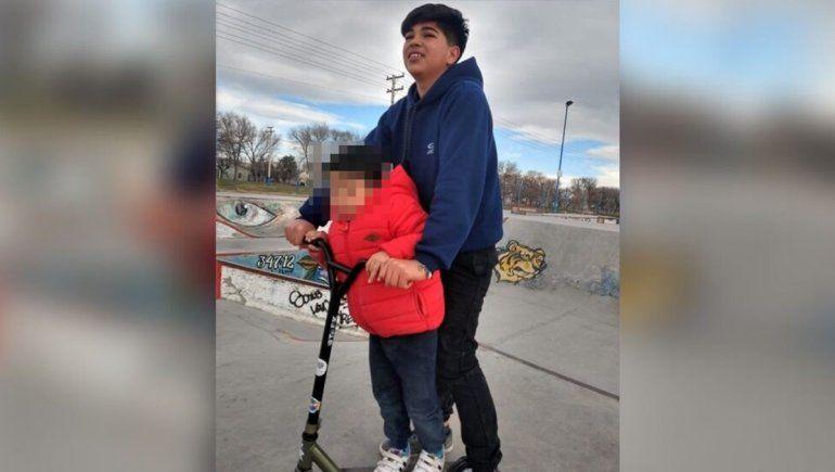 La historia de Santiago, el loco del monopatín por el que llora Chos Malal