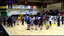 basquet: padres terminaron a las pinas en final de formativas