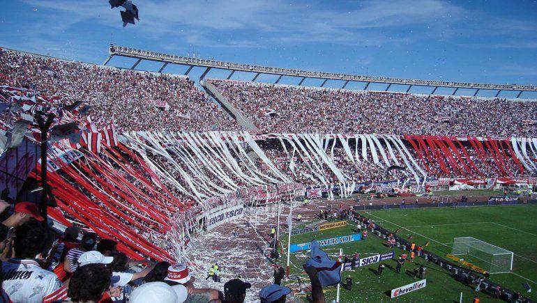 La ministra Carla Vizzotti anunció la vuelta de los hinchas a los estadios a partir del 1° de octubre. Habrá público en el Superclásico.