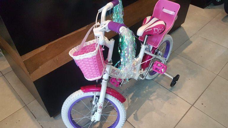 Video: el triste pedido de una nena de 4 años a los ladrones que le robaron la bici