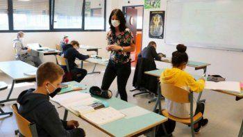 el gobierno pide a colegios privados que garanticen la educacion no presencial hasta fin de mes