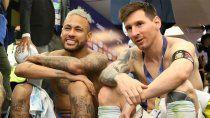 video: el interminable abrazo entre messi y neymar