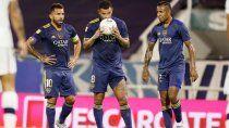 Cardona junto a Tevez y Villa antes de su golazo de tiro libre.