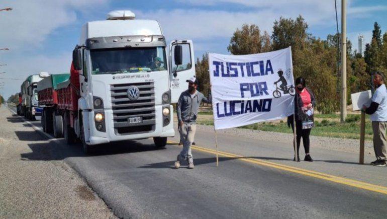 Familia de Luciano cortó la Ruta 22 para que no liberen a Neneo