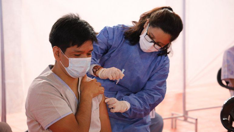 El testimonio de Julián, el primer médico neuquino en vacunarse