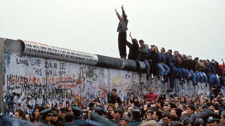 Las emotivas marchas que unieron a Alemania y abrieron una grieta en el Muro de Berlín