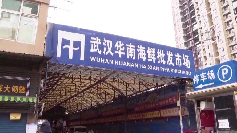 En Wuhan comenzó la pandemia. Pero China asegura que el coronavirus entró por alimentos congelados de otro país.