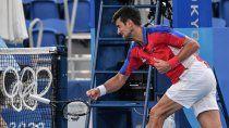 el peor djokovic: perdio el bronce, revoleo raqueta y planto a su companera de dobles