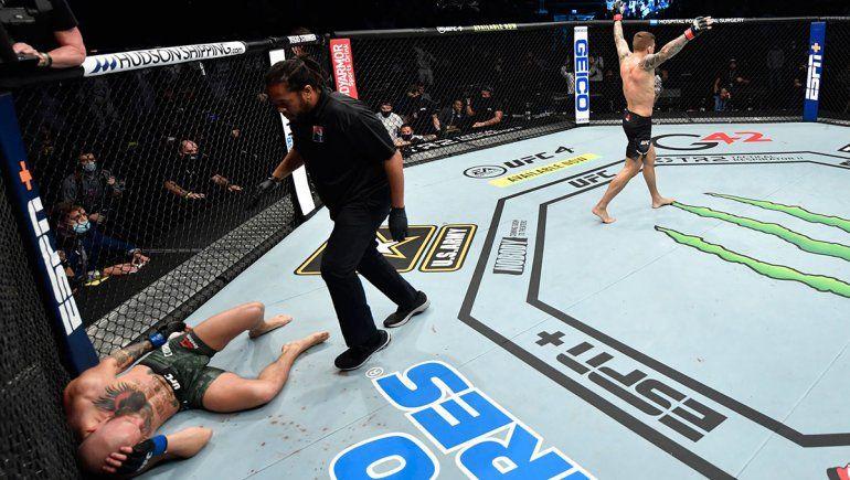 UFC: impresionante knockout a McGregor con 15 piñas en 16 segundos