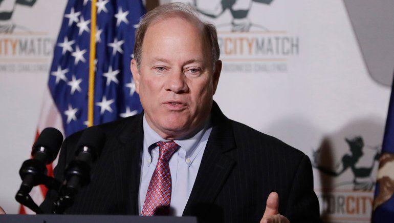 Polémica en USA: alcalde de Detroit rechaza vacunas