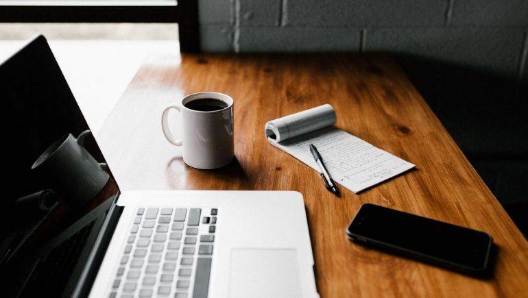 Soñar con trabajo significa que tenés mucho estrés