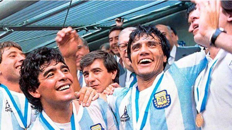 El Negro Enrique y Diego, en pleno festejo campeones del mundo.