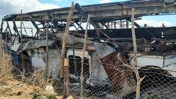 Vivían en un colectivo y perdieron todo en un incendio