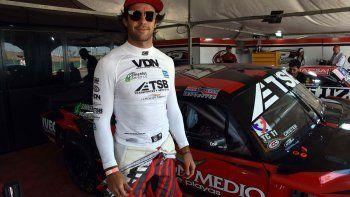 Urcera, en una carrera del TC en Centenario con el JP Carrera.