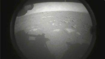 Según los científicos, los lentes de la cámara aún tienen polvo del aterrizaje.