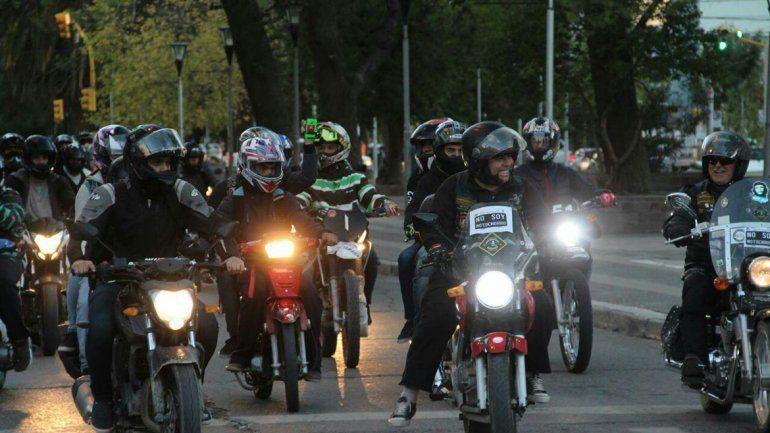 Motociclistas reiteran su rechazo a la identificación de la patente en los cascos