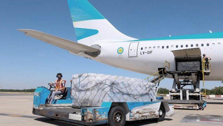 Parte un nuevo vuelo hacia Rusia en búsqueda de vacunas