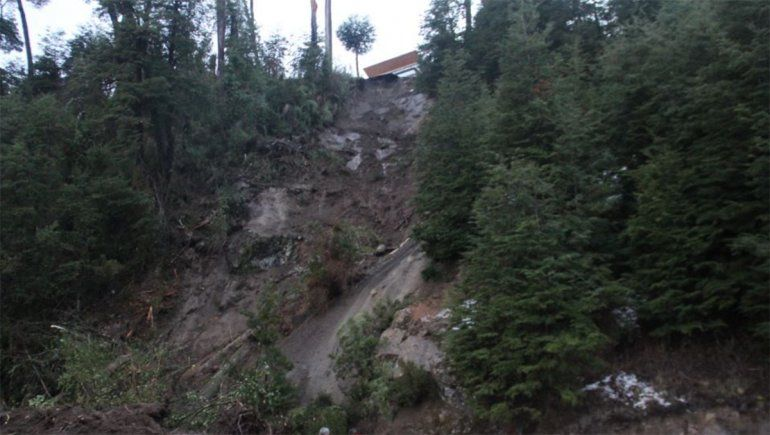 Aseguran que el deslave sobre Ruta 40 ocurrió por el manejo del agua