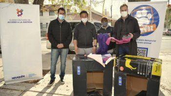 el gobierno hizo 150 cuchas para ayudar a los perros callejeros