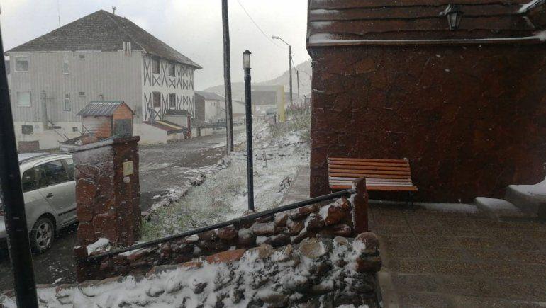 Una nevada en pleno verano sorprendió a Copahue
