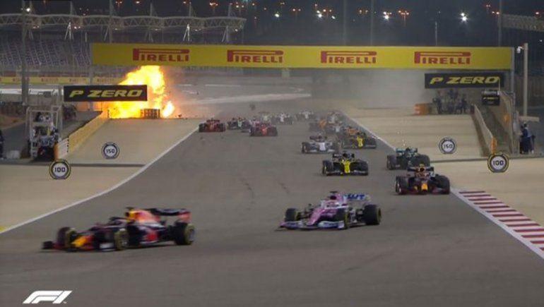 Impresionante accidente en la Fórmula 1: un auto atravesó el guardrail, se partió al medio y explotó