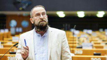 escandalo: hallan infraganti en una orgia gay a un eurodiputado homofobico