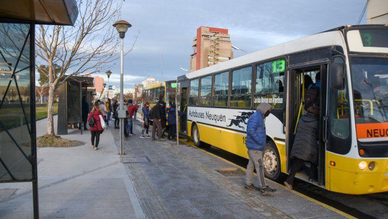 El transporte público estará solo habilitado para los trabajadores esenciales sobre el aislamiento.