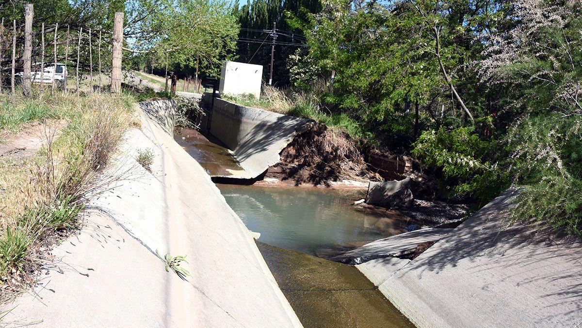 rompieron un canal de riego y tres mil hectareas se quedaron sin agua