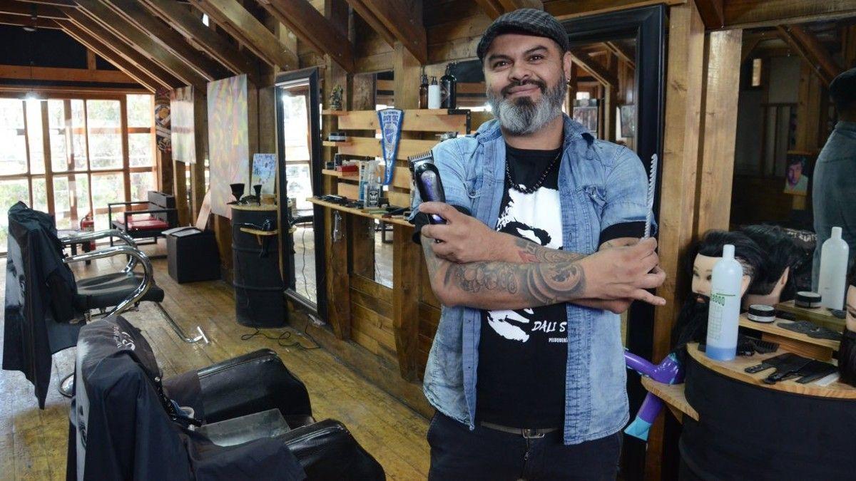 la peluqueria del rock que visitan los famosos en neuquen