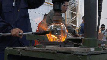 inauguraron una fabrica de vidrios en cutral co