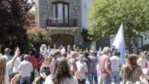 tension: comerciantes golpearon puertas y ventanas de la muni