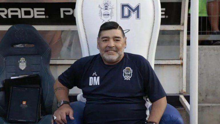 Un enfermero dijo que Maradona estaba con vida el miércoles a la mañana