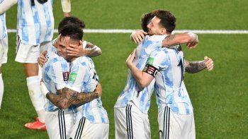 argentina, un clasico: goleo a uruguay y el monumental fue una fiesta