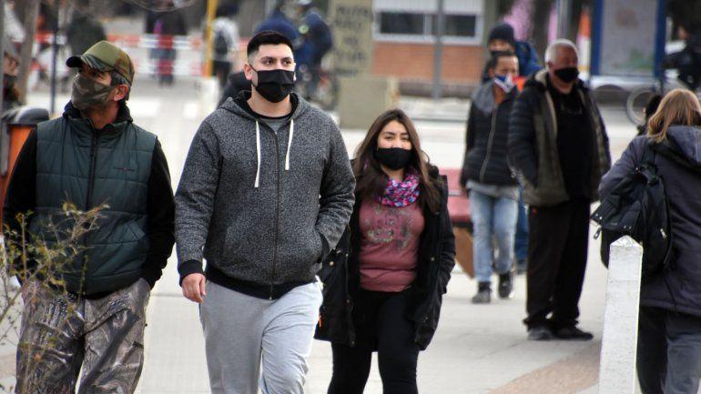 Los contagios por COVID siguen estando en una meseta en Neuquén.