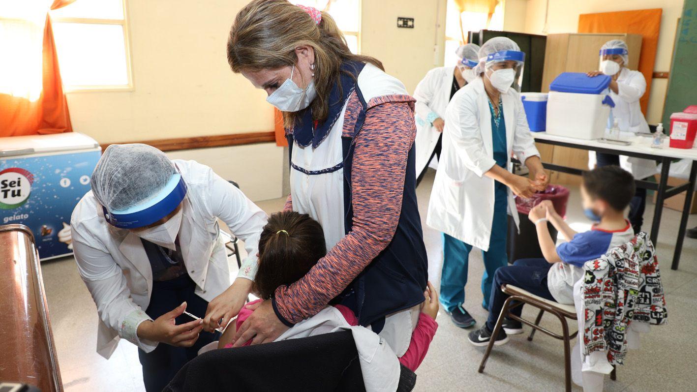 empieza un mega operativo de vacunacion para ninos y adolescentes