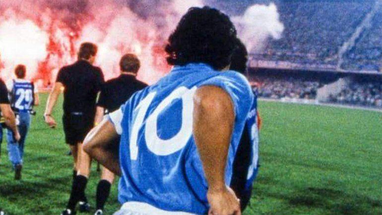 Diego Maradona, campeón en el Napoli.