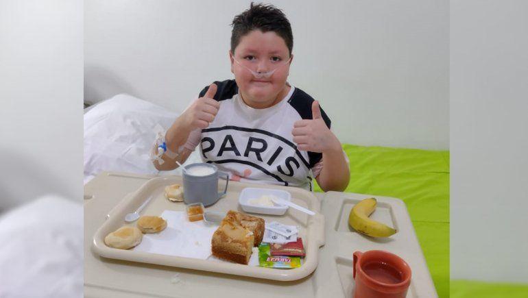 El pequeño Thiago cuando ya había salido de terapia intensiva y permanecía internado en pediatría.