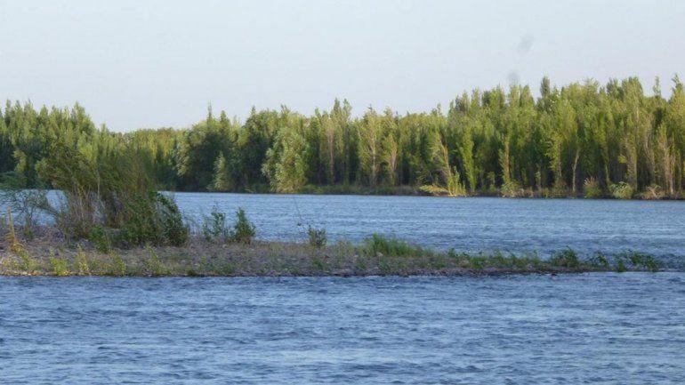 Hallaron a taxista ahogado en el río: investigan su muerte