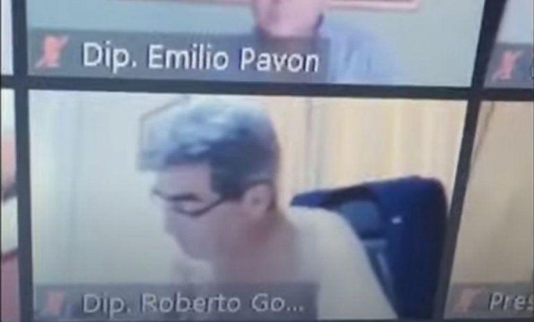 A lo Ameri: diputado apareció desnudo en una sesión virtual