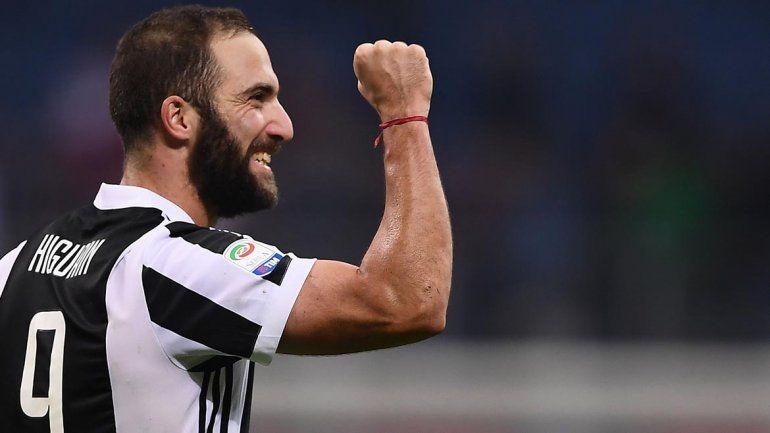 De la mano del Pipita, la Juve logró su cuarta victoria y quedó a un punto del Nápoles