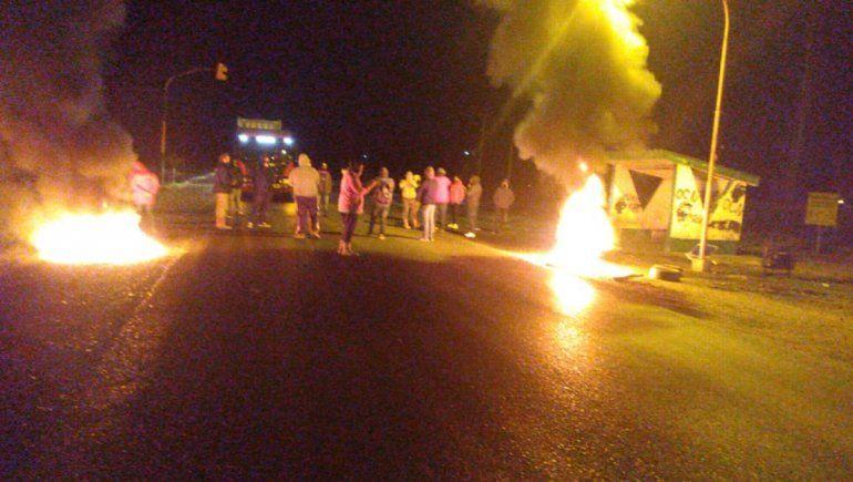 Desocupados cortan la Ruta 7 en El Chañar