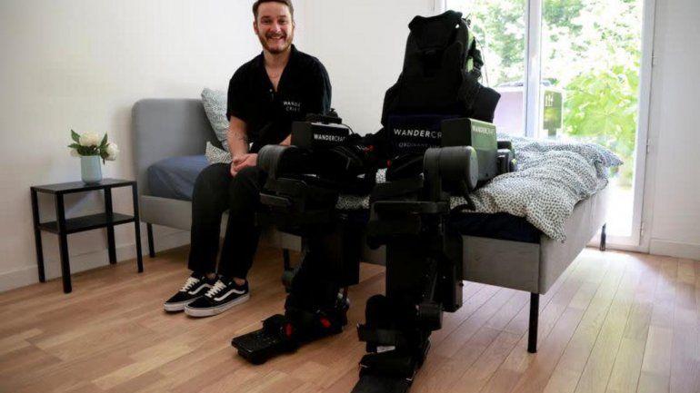 Un hombre creó un increíble exoesqueleto por su hijo paralítico