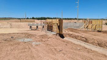 El violento robo tuvo lugar en la obra en construcción de un nuevo puente en Cutral Co, sobre el canal colector.