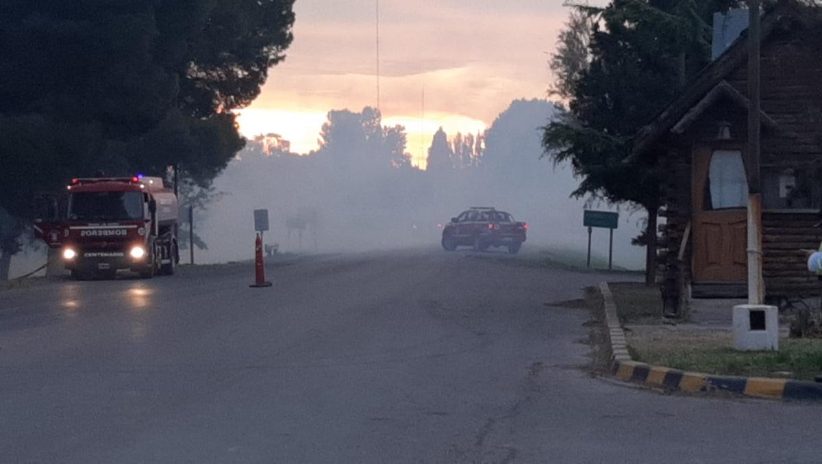 voraz incendio en vista alegre: trabajaron seis dotaciones de bomberos
