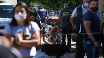 acribillaron a balazos a dos hombres que iban a trabajar en moto