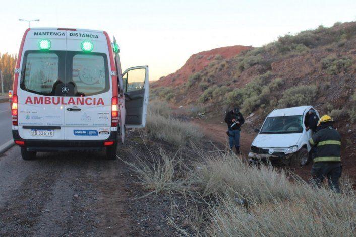 Una ambulancia del SIEN trasladó a la mujer accidentada en la Ruta 7 hasta el hospital Castro Rendón.