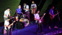 ¡cracks! la banda de musicos futbolistas que homenajeo a diego y se hizo tendencia