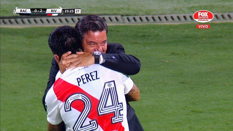 Enzo Pérez, la figura de River a los abrazos con Gallardo