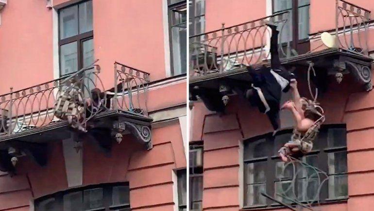 Viral: pareja cayó de un balcón tras una aparente discusión.